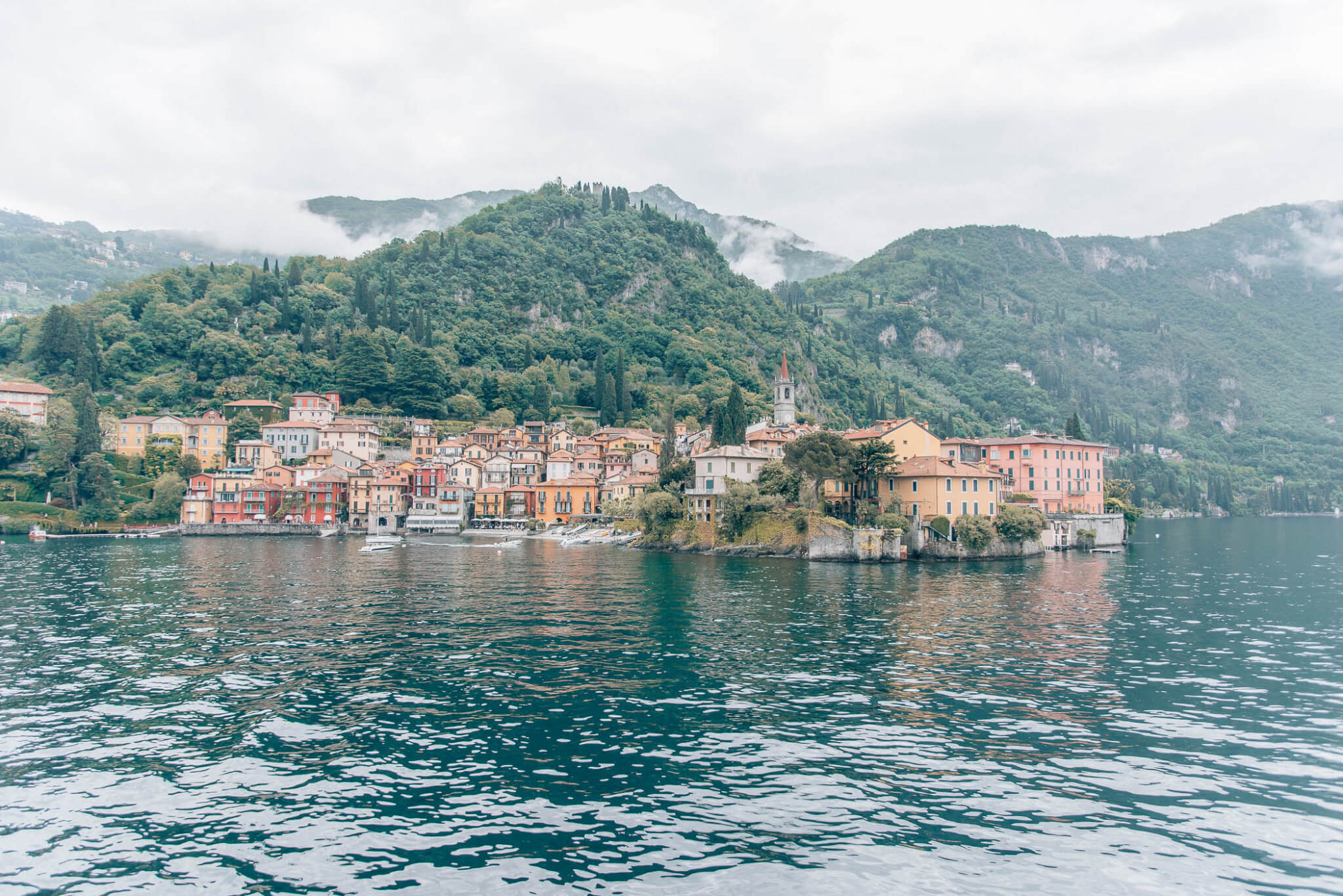 Lake Como travel guide by travel blogger What The Fab