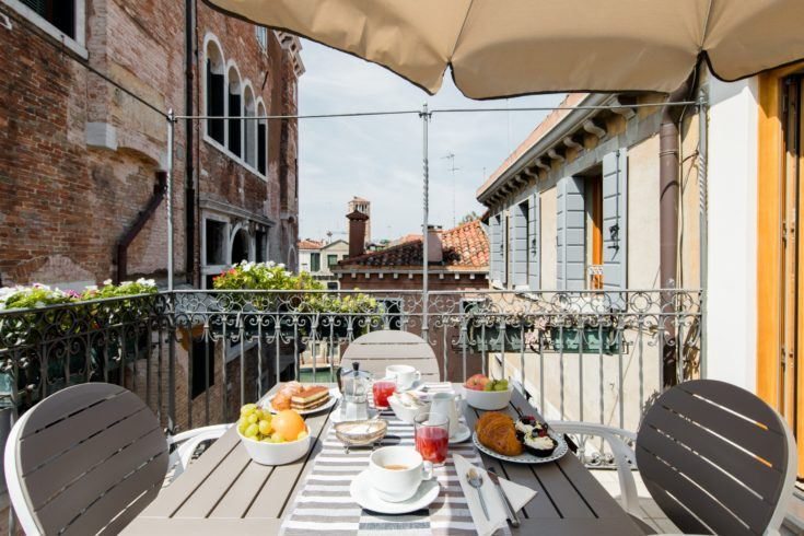 5. Romantic Apartment along the Canal
