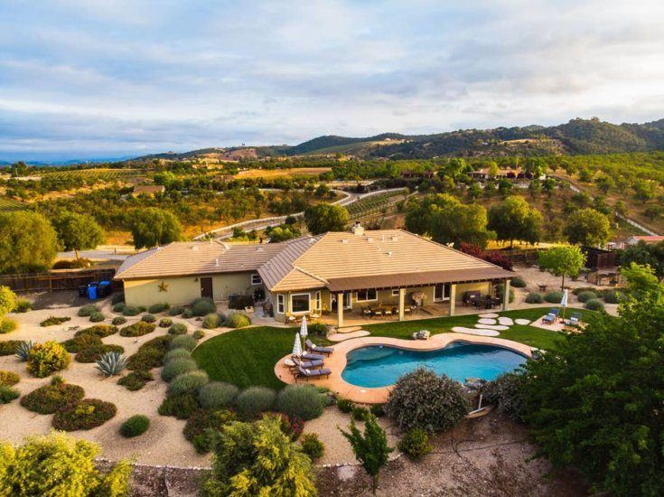 7. Large House with Pool and Gorgeous Views