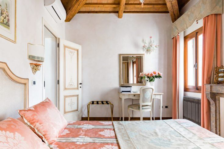 7. Apartment in Historic Palace in San Marco