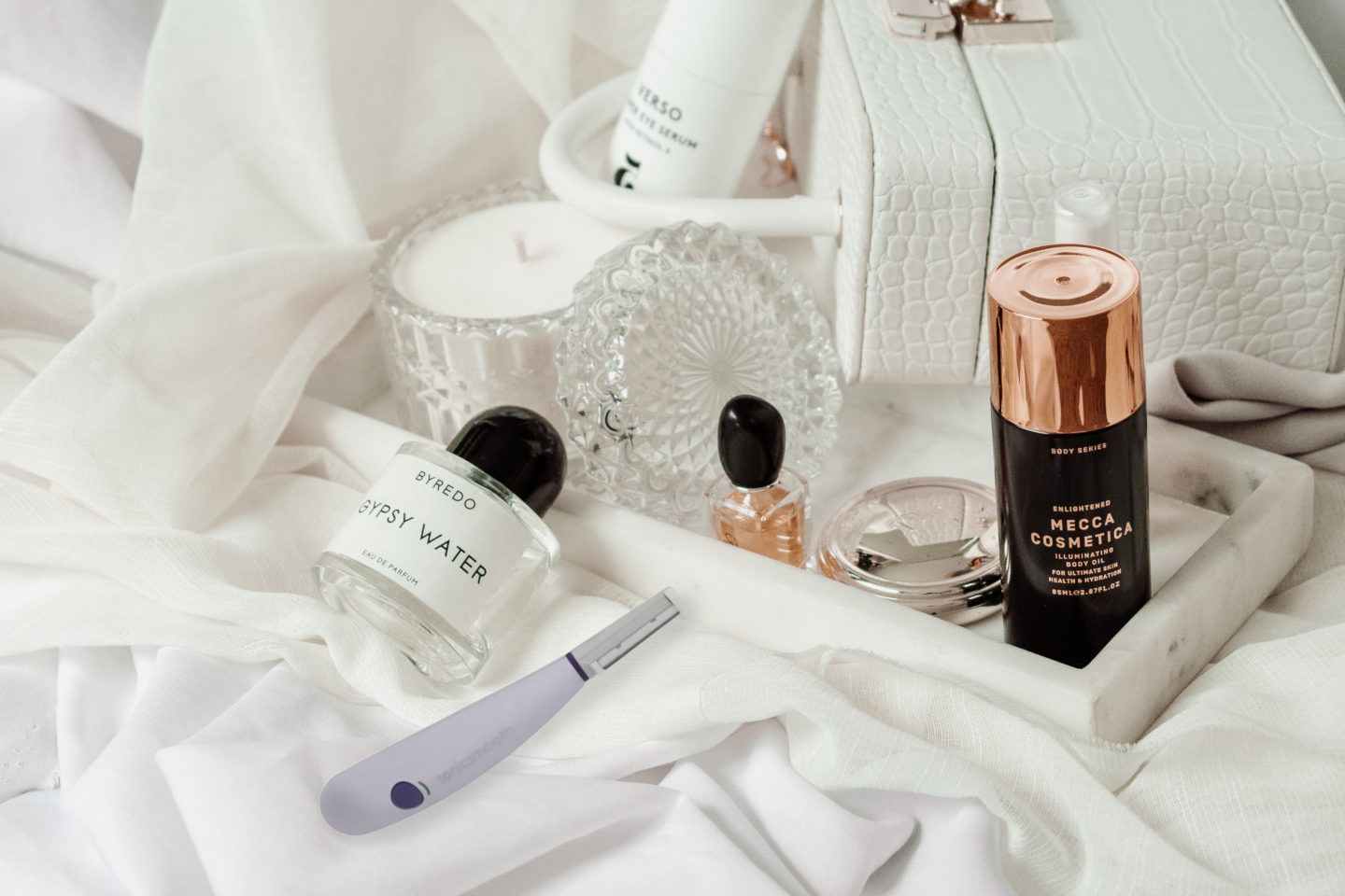 How to dermaplane at home, by beauty blogger What The Fab