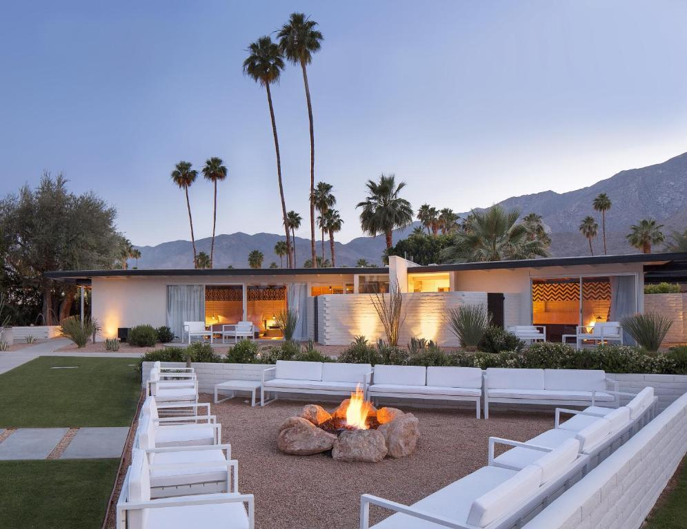 Palm Springs Luxury Hotels, by Travel Blogger What The Fab