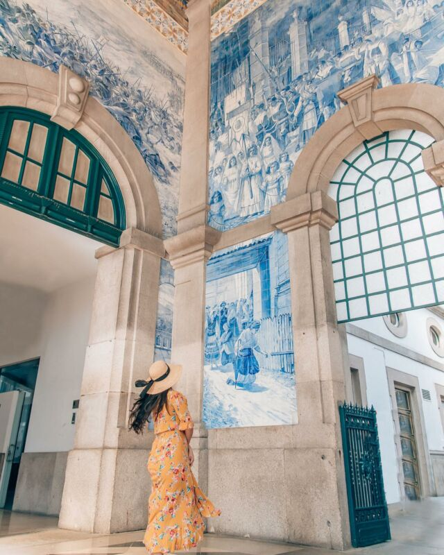 The beautiful tiles at Sao Bento train station tell the story of Portugal's history. 🚂 It took the artist Jorge Colaço 11 years and 20,000 azulejo ceramictiles to portray Portugal's past—from kings, to wars, to transportation. 🔵🔹🟦  #wtfabtravel #porto #wtfabpresets